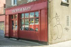 The long-standing Kosher bakery, the Bretzel, is still in Lennox Street: Photographed By Infomatique