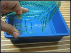 DIY Littertray Idea For Bunny - Rabbit Hutches: Outdoor & Indoor Rabbit Hutche Models Rabbit Litter Box, Diy Litter Box, Pet Rabbit, House Rabbit, Diy Bunny Cage, Bunny Cages, Rabbit Cages, Rabbit Cage Diy, Diy Bunny Hutch