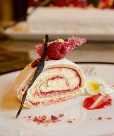 Ο Jean-Marie Hoffmann, σεφ της Γαλλικής Πρεσβείας, μοιράζεται μαζί μας μία υπέροχη συνταγή για χριστουγεννιάτικο κορμό. Panna Cotta, Food Porn, Sweets, Sugar, Breakfast, Ethnic Recipes, Desserts, Photography Ideas, Cakes