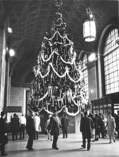 Higbee's 50-foot Christmas tree in Terminal Tower lobby