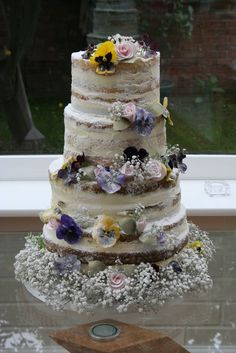 This is the most beautiful, naked cake that I have ever seen! Cake & Co, Cake Shop, Beautiful Cakes, Amazing Cakes, Bolos Naked Cake, Cupcake Cakes, Cupcakes, Wedding Stuff, Wedding Ideas