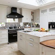 Küchen Küchenideen Küchengeräte Wohnideen Möbel Dekoration Decoration Living Idea Interiors home kitchen - Monochrome Küche mit Insel