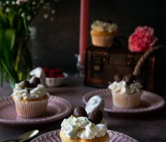 Tcharek msaker : Corne de Gazelle - La Casbah des Delices Sauce, Flan, Desserts, Mango, Jelly, Raspberry, Vanilla Cupcakes, Pudding, Tailgate Desserts