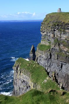 Cliffs of Mohor, Ireland  The beauty is beyond words.