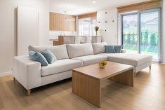 Komfortowa, wypoczynkowa sofa w formie narożnika. Idealna do dużego salonu. Morena to sofa modułowa, więc można z niej stworzyć zestaw wypoczynkowy dowolnej wielkości. Dostępna jest w dowolnym kolorze. Outdoor Sectional, Sectional Sofa, Couch, Outdoor Furniture, Outdoor Decor, Home Decor, Drawing Rooms, Modular Couch, Settee