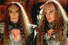 Barbara March and Gwynyth Walsh as Lursa and B'etor, the Duras sisters Barbara March, TNG, Klingon Lursa, Passes Away at 65 Film Star Trek, Star Trek Convention, Rockabilly Makeup, Fantasy Hair, Fantasy Makeup, Fantasy Warrior, Animal Makeup, Star Trek Characters, 50s Hairstyles