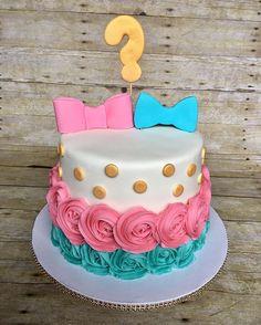Bow or bowtie??  #jadassweets #genderrevealcake