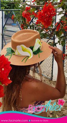 ¡Descubre nuestra Nueva Colección Primavera - Verano 2018 / 2019! #sombreros #moda #pajatoquilla #sombrerospintados #panamahats #artesanía #primeroenecuador #ecuadoramalavida #accesorios #navidad #regalos Painted Hats, Mexican Hat, Diy Hat, Fabric Painting, Caps Hats, Cowboy Hats, Projects, Beautiful, Women