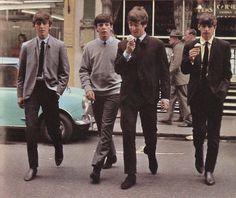 Beatles, George Harrison, Paul McCartney, John Lennon, and Ringo Starr Beatles Love, Les Beatles, Beatles Photos, Beatles Funny, Beatles Guitar, Ringo Starr, George Harrison, Paul Mccartney, John Lennon
