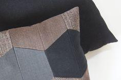 Pude af gamle bukser og habitter - mønstret pude - bagside af møbelstof - recycling - livingbyheart