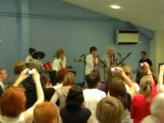 Harry Styles - White Eskimo School Concert - YouTube - AWWW BABY HARRY TRYING TO BE ALL PUNK ROCK