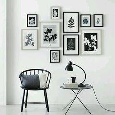 Quem ama uma parede cheia de quadros mas não sabe como arrumar? Corre ver nosso pinterest que separamos uma pasta cheia de ideias pra você organizar seus quadros e fotos ❤ {link na bio, pic via pinterest} #inlove #walldecor #wallcompose #quadros #pinterest #cdasalas #cdatips #blogcasadasamigas