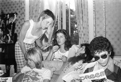 Angie Bowie, Lou Reed, Iggy Pop, Trevor Bolder and Suzi Fussey (the Ziggy hairstylist who would become Mick Ronson's wife). David Bowie, Angie Bowie, The Velvet Underground, Iggy Pop, Pop Rock, Rock N Roll, Southampton, Trevor Bolder, Iggy And The Stooges