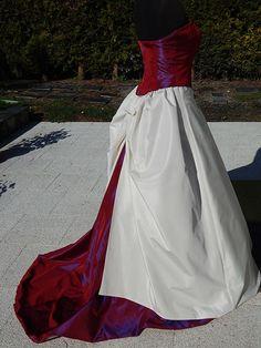 Robe de mariée bordeaux et ivoire Alexis Mariage à Boves