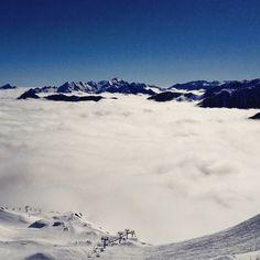 Un lundi au dessus des nuages à @cauterets ! Dernière semaine de glisse de la saison alors tous au skiiii pour en profiter ! #npy #cauterets #Pyrenees #Pyrénées #tourismemidipy #regionlrmp #ski #neige #snow by npyski