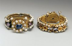 Byzantine jewelry These bracelets are elaborately designed. Pearls , multicolored gemstones and gold were common elements in Byzantine jewelry. Byzantine Jewelry, Medieval Jewelry, Ancient Jewelry, Antique Jewelry, Gold Jewelry, Vintage Jewelry, Byzantine Gold, Ancient Bracelet, Wiccan Jewelry