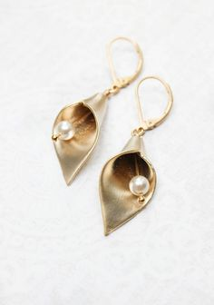 Gold Calla Lily Earrings Spring Lily Jewelry Golden Flower with Pearl Drops  Easter Earrings Floral Jewellery Dangle Earring Bridesmaids Gift
