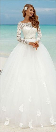 Adorable Lace Sweetheart Wedding Dresses For Your Spring Wedding https://bridalore.com/2017/12/17/lace-sweetheart-wedding-dresses-for-your-spring-wedding/