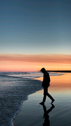 Desktop Wallpaper sea loneliness solitude silhouette coast hd for pc & mac, laptop, tablet, mobile phone Loneliness Photography, Alone Photography, Beach Photography Poses, Art Photography Portrait, Silhouette Photography, Shadow Photography, Beach Poses, Dark Photography, Photo Backgrounds