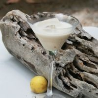 If you have never heard of or tasted Amarula Cream, you are definitely missing out. Amarula Cream is a South African liqueur that is made from the exotic. Raspberry Smoothie, Smoothie Drinks, Homemade Smoothies, Homemade Liquor, Cream Liqueur, South African Recipes, How To Make Homemade, Cream Recipes, Clean Eating Snacks