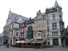 I think all design students should have the opportunity to travel throughout Europe. The architecture, much of which is over 200 years old, is very unique, very beautiful, very impressive.....like these buildings in Ghent, Belgium.
