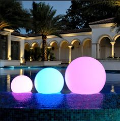 Swimming pool decor lights, waterproof floating ball.Contact us for free sample to text the quality.