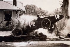 10131049-race-car-crashing-1920s-1930s-gettyimages.jpg (507×339)