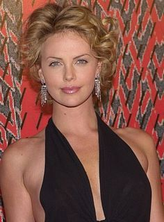 charlize-theron-beauty-riotcharlize-theron-short-curly-hairthe-most-awesome-and-also-stunning-charlize-theron-short-curly-hair-pertaining-to-hairstyles-fit-for-all-seasons-400x544.jpg (400×544)
