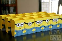 """Homemade """"Despicable Me"""" Minion Popcorn Boxes (with Optional Water Bottle Hanger) #Crafts 