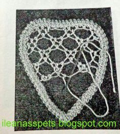 Crochet Gifts - Crochet How to crochet doily Part 1 Crochet doily rug tutorial Crochet Doily Rug, Crochet Doily Patterns, Crochet Gifts, Beaded Flowers Patterns, Lace Patterns, Clothes Patterns, Dress Patterns, Russian Crochet, Irish Crochet