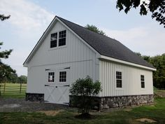 Pole barn houses can either have a simple or complex design. When choosing the barn house design, it is wise to take your time before making a decision. Garage Gym, Pole Barn Garage, Pole Barn Homes, Garage Plans, Pole Barns, Garage Ideas, Boat Garage, Garage Shop, Cabana