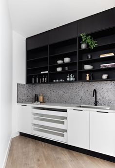 open drawer fronts for easy access in the walk in pantry Black Kitchens, Luxury Kitchens, Dream Kitchens, Timber Kitchen, Kings Home, Renovation Budget, Pantry Design, Kitchen Cabinetry, Walk In Pantry