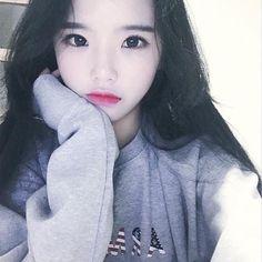 Korean Beauty Girls, Cute Korean Girl, Asian Beauty, Girl Korea, Uzzlang Girl, Pale Skin, Ulzzang Boy, Beautiful Asian Girls, Pretty Hairstyles