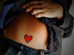 coolTop Friend Tattoos - 26 Alluring Heart Tattoos For Women - SloDive Red Heart Tattoos, Small Heart Tattoos, Girly Tattoos, Cute Tattoos, Beautiful Tattoos, Body Art Tattoos, Simple Tattoo Designs, Heart Tattoo Designs, Herz Tattoo Klein