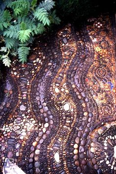 Drool, I'm so inspired by this. Love this particular pebble mosaic and definitely want to incorporate into our gardens.