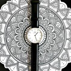 """Como me encanta esta foto ❤️ zentanglers recuerden que tenemos un 15% en reloj #DWClassicBlackJ de @danielwellington a mi me parece hermoso! No olviden usar el código """"DanielaHoyos"""" para el descuento"""