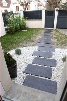 Cour avant terminée Paver Walkway, Front Walkway, Concrete Pavers, Patio Makeover, Backyard Patio Designs, Garden Paths, Farmhouse Style, Pergola, Landscape