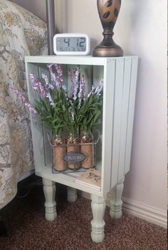 Wooden Crates Nightstand - the Story - prekhome - Basket And Crate Wooden Crates Nightstand, Wood Crates, Wooden Crate Furniture, Wooden Boxes, Diy Home Decor On A Budget, Cheap Home Decor, Diy Furniture On A Budget, Furniture Ideas, Crate Decor
