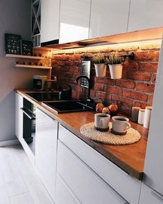 Kitchen Inspiration : zoltyfotelThe Definitive Source for Interior Designers Balkon – home accessories White Kitchen Decor, Kitchen Interior, Design Loft, Budget Home Decorating, Brick Design, Cuisines Design, Beautiful Kitchens, Home Kitchens, Sweet Home
