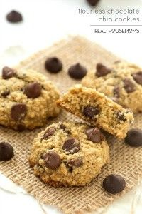 These FLOURLESS CHOCOLATE CHIP COOKIES are so good! Made with no butter, no refined white sugar, and no flour. So delicious & good you wouldn't even think they were healthier, even though they are!