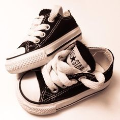 Converse All star All Star, Fashion Moda, Boy Fashion, Boy Shoes, Me Too Shoes, Baby Boy Outfits, Kids Outfits, Baby Converse, Baby Sneakers