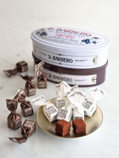 「BARBERO」の「トリュフチョコレート」 Brownie Packaging, Sugar Packaging, Candy Packaging, Chocolate Packaging, Coffee Packaging, Bottle Packaging, Chocolate Shop, Chocolate Cookies, Food Packaging Design
