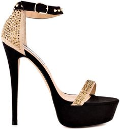 Steve Madden..I have these and they are so comfortable..