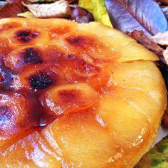 Hoy os propongo una tarta emblemática hecha con fruta de temporada: la tarta Tatin. Este maravilloso postre a la vez crujiente y tierno, dulce y ligeramente ácido es una mezcla muy conseguida de te…