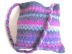"""Sac à bandoulière feutré """"Champs de Lavande"""", pure laine, perles de bois/cirées, violet, bleu, rose, pièce unique : Sacs bandoulière par filzkatze"""