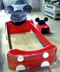 Mickey Mouse Bed and Side Table Cama Mickey Mouse, Mickey Mouse House, Mickey Mouse Cartoon, Baby Mickey, Cool Kids Bedrooms, Kids Bedroom Designs, Disney Furniture, Kids Furniture, Disney Bedrooms