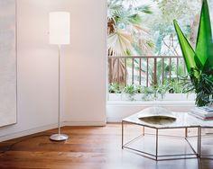 Serien Lighting Club Floor weißer Schirm Gestell aus gebürstetem Aluminium
