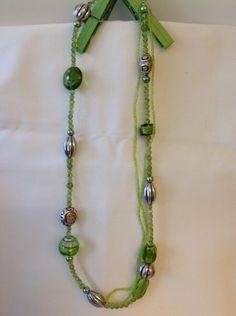 E chiudiamo con una dolcissima #collana con #decori verdi e catena con #perline verdi.  Scoprila qui: http://gianclmanufatti.wix.com/giancl---manufatti#!gioielli-preziosi/cyuy  #BuonaSerata da Giancl Manufatti!