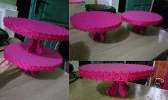 Bandejas estilo provençal p/ Cupcakes - feita de E.V.A. + papelão + fita passamanaria decorando as bordas :)