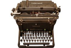 Vintage Underwood typewriter in beautiful cosmetic condition. Keys stick a bit and the print does not advance when typing.